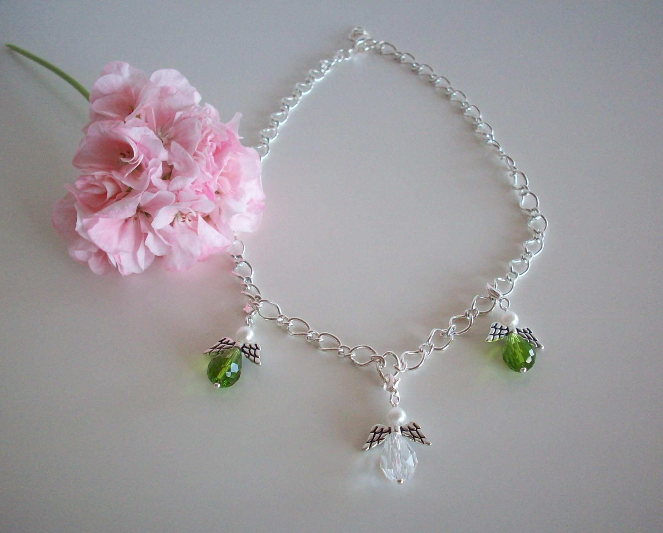 Vackert halsband med tre änglar 154b99fa86211